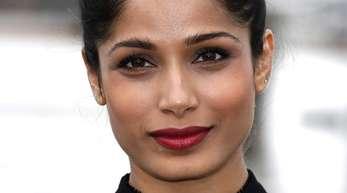 Die indische Schauspielerin Freida Pinto zeigt Haltung.