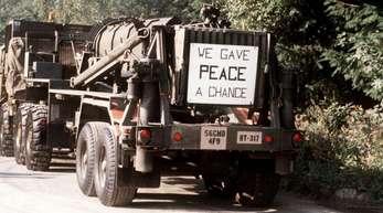September 1988: Die ersten Pershing-II-Raketen werden gemäß dem INF-Abkommen vom Stationierungsort Waldheide abtransportiert.
