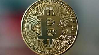 Der Verkäufer will für die Daten einige hundert Dollar bis zu knapp 2000 Dollar pro Firma - in der Digitalwährung Bitcoin.
