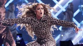 Jennifer Lopez will im Juli ihren 50. Geburtstag groß feiern - mit einer «Partytour».