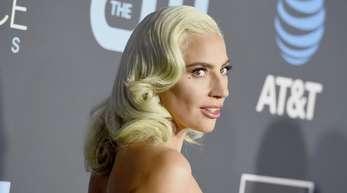 Lady Gaga lässt auf ihrem Rücken jetzt eine Rose erblühen.