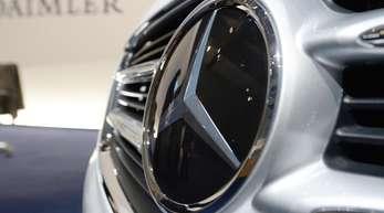 Für das Jahr 2017 hatte Daimler 125 beziehungsweise 128 Gramm CO2 pro Kilometer für seine Mercedes-Neuwagenflotte ausgewiesen.