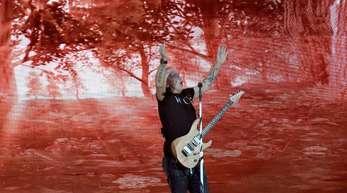 Der Sänger Eros Ramazzotti in action.