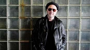 Der Sänger Stefan Waggershausen macht auch mit 70 weiter Musik.