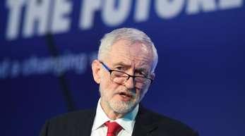 Jeremy Corbyn verlangt, dass Premierministerin Theresa May ihre roten Linien aufgibt.