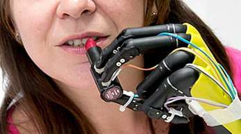 Bevor Amputierte solche Prothesen im Alltag nutzen können, sind noch technische Weiterentwicklungen nötig.