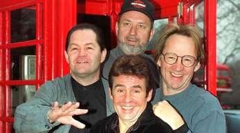 Monkees-Bassist Peter Tork (r) ist im Alter von 77 Jahren gestorben.