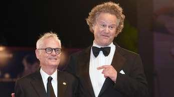Regisseur Florian Henckel von Donnersmarck (r) und der Kameramann Caleb Deschanel bei der Premiere von «Werk ohne Autor» in Venedig.
