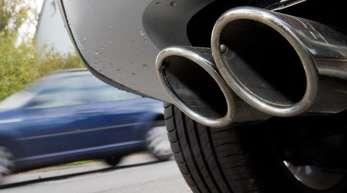 Eine Abschalteinrichtung kann dafür sorgen, dass bei Abgasmessungen auf dem Prüfstand weniger Schadstoffe aus dem Auspuff kommen als im normalen Betrieb auf der Straße.