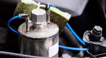 Nach der Umrüstung:Motorraum eines Euro-5-Dieselfahrzeugs.