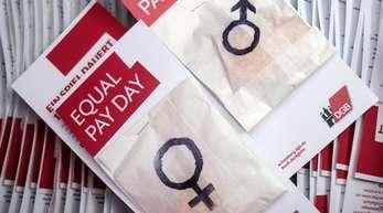 Laut Statistischem Bundesamt verdienten Frauen 2018 im Schnitt 21 Prozent weniger als Männer. Rechnet man das in Arbeitsstunden um, arbeiteten Frauen in diesem Jahr bis zum 18. März unbezahlt.