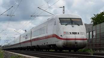 Zur Beschleunigung des Bahnverkehrs zwischen dem Ruhrgebiet und Berlin ist eine neue ICE-Trasse für Tempo 300 zwischen Hannover und Bielefeld in der Planung.