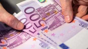 In der öffentlichen Diskussion wird immer wieder angeführt, Bargeld befördere Schwarzarbeit und diene als Mittel der Verbrechensfinanzierung.
