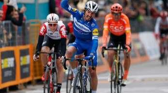 Julian Alaphilippe gewann in Jesi.