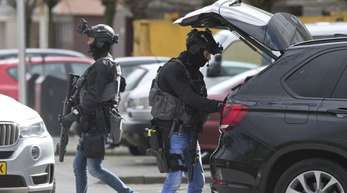 Niederländische Polizisten einer Spezial-Einheit in der Innenstadt von Utrecht.