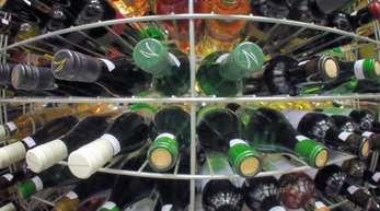 Nach der reichen Ernte im vergangenen Herbst ist es bei der Belieferung von Winzern mit Glasflaschen zu Engpässen gekommen.