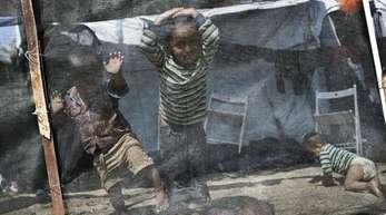 Kinder spielen im Flüchtlingslager Moria auf der griechischen Ägäisinsel Lesbos. Deutschland darf Asylbewerber in ein anderes europäisches Land abschieben, auch wenn das Sozialsystem dort mangelhaft ist.