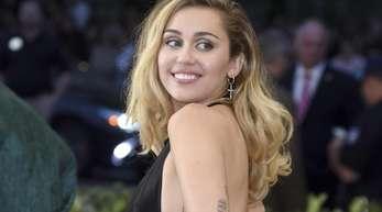 Miley Cyrus lässt den Geist von Woodstock wiederauferstehen.