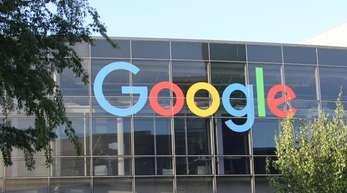 Die EU-Wettbewerbshüter haben eine Strafe von 1,49 Milliarden Euro gegen den US-Internetriesen Google verhängt.