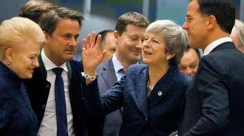 Noch gehört sie dazu: Die britische Premierministerin Theresa May (M.) im Gespräch mit der litauischen Präsidentin Dalia Grybauskaite und Mark Rutte (r.), Ministerpräsident der Niederlande.