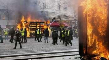 Vor einer Woche waren bei «Gelbwesten»-Demonstrationen rund um den Prachtboulevard Champs-Élysées Läden geplündert, Restaurants demoliert und Autos angezündet worden.