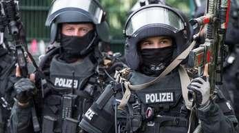 Antiterror-Übung eines Spezialeinsatzkommandos der Frankfurter Polizei. Den Verhafteten wird vorgeworfen, gemeinsam verabredet zu haben, einen islamistisch motivierten Anschlag zu verüben.