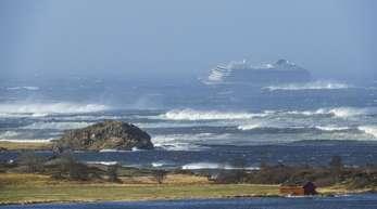 Das Kreuzfahrtschiff «Viking Sky» driftet in Richtung Land.