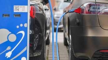 Stromtankstelle in Cottbus: Wie die Elektromobilität in Deutschland ausgebaut werden soll, ist weiter umstritten. Foto. Patrick Pleul