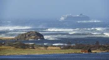 Zwischenzeitlich drohte das Schiff in dem berüchtigten Küstengebiet Hustadvika auf Grund zu laufen.