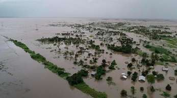 Am 15. März hatte der Zyklon Mosambik, Malawi und Simbabwe verwüstet und mit schweren Regenfällen weite Landstriche unter Wasser gesetzt. Foto. Str/WORLD FOOD PROGRAMME/AP
