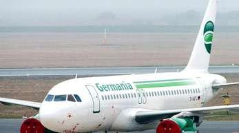 Ein Passagierflugzeug der insolventen Fluggesellschaft Germania auf dem Rollfeld des Flughafens Bremen. Der Flugbetrieb wurde bereits am 04.02.2019 eingestellt.