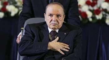 Der algerische Präsident Abdelaziz Bouteflika sitzt seit einem Schlaganfall 2013 im Rollstuhl und hat große Probleme zu sprechen.