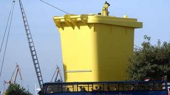 Die mit 12 Meter Höhe größte Gelbe Tonne der Welt steht in Hamburg. Das neue Verpackungsgesetz für mehr Recycling zeigt drei Monate nach Inkrafttreten Wirkung.