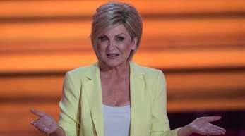 Die letzten Shows von «Willkommen bei Carmen Nebel» stehen an, aber die Moderatorin bleibt weiterhin für das ZDFim Einsatz.