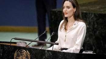 Angelina Jolie kämpft seit Jahren gegen sexuelle Gewalt in Krisengebieten und arbeitete dazu auch mit dem früheren britischen Außenminister William Hague zusammen.