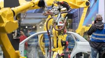 Ein Roboter von Fanuc Deutschland GmbH auf der Hannover Messe. Der digitale Wandel könnte sich im Vergleich mit anderen Ländern stärker auf den deutschen Arbeitsmarkt auswirken.