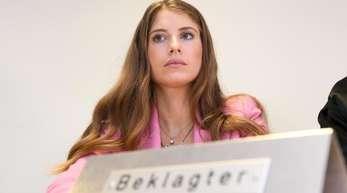 Cathy Hummels vor Verhandlungsbeginn im Landgericht München I.