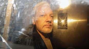 Julian Assange nach einem Gerichtstermin in London am 1. Mai.