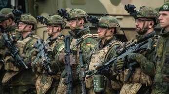 Deutschland hat der Nato den größten Anstieg der Verteidigungsausgaben seit Jahrzehnten gemeldet.