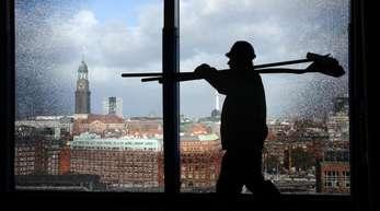 Erneut stieg die Zahl der Arbeitnehmer mit einem Plus von 1,4 Prozent auf 40,68 Millionen überdurchschnittlich.