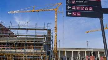 Neue Gebäude werden am Nord-Pier des Hauptstadtflughafens Berlin Brandenburg Willy Brandt (BER) gebaut.