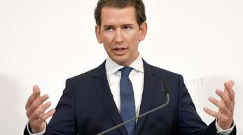 Sebastian Kurz, Bundeskanzler von Österreich, spricht bei einer Pressekonferenz im Bundeskanzleramt. Österreich steckt nach Bekanntwerden eines Skandal-Videos in einer tiefen politischen Krise.