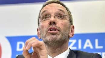 Auch Herbert Kickl (FPÖ), Innenminister von Österreich, soll nach dem Willen von Bundeskanzler Sebastian Kurz sein Amt aufgeben.