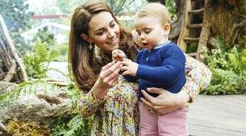 Die Herzogin von Cambridge zeigt ihrem jüngsten Sohn Prinz Louis die Welt.