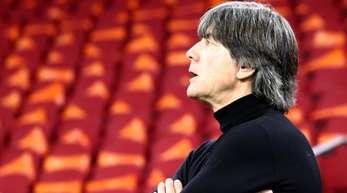 Der Bundestrainer muss für die EM-Quali-Spiele in Weißrussland und gegen Estland einige Personalfragen lösen.