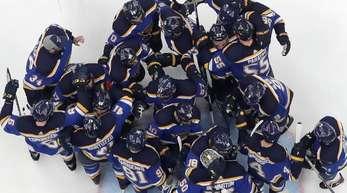 Die Spieler der St. Louis Blues feiern den Einzug ins Stanley-Cup-Finale.