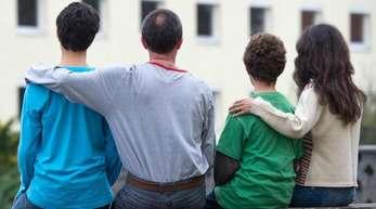 Die Zahl der Angehörigen, die Flüchtlingen nach Deutschland nachkommen durften, ist deutlich gesunken.