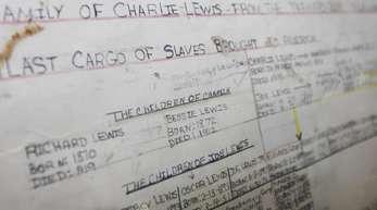Das Foto zeigt den Stammbaum von Lorna Gail Woods, der auf einen Überlebenden des Sklavenschiffes Clotilda zurückweist.