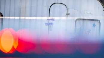 Versiegelter Campingwagen des mutmaßlichen Täters auf einem Campingplatz in Lügde.