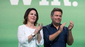 Die Vorsitzenden Annalena Baerbock und Robert Habeck sind mit den Grünen in bisher unbekannte Sphären aufgestiegen.
